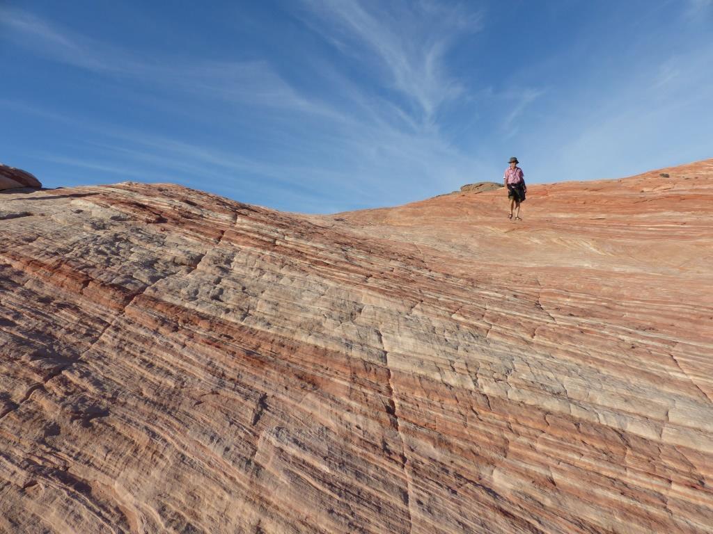 La nature est incroyable, le vent a sculpté la roche en forme de vague.