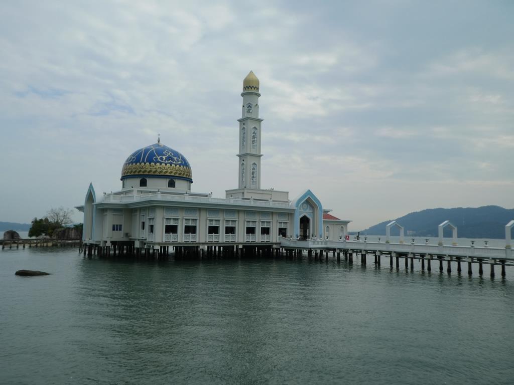 les malaisiens adorent les mosquées sur l'eau